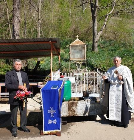 """Photo of Izvorul Tămăduirii la izvoarele cu """"apă vie"""" de la Ștefănești"""