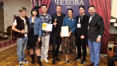 Photo of Directorul Teatrului Davila e sanătos tun și se întoarce cu trei premii de la Chișinău