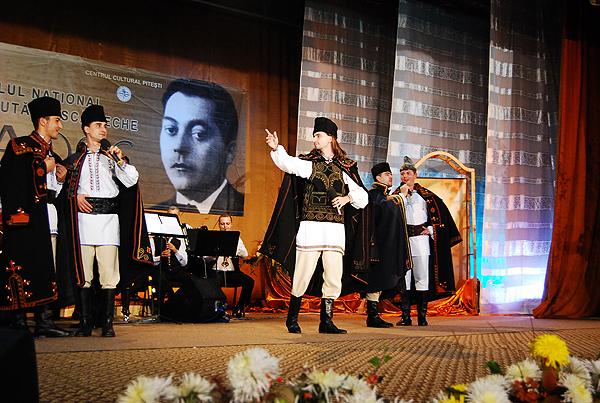 18. Florin Vasilica si grupul Teleormanul in recital1 10642