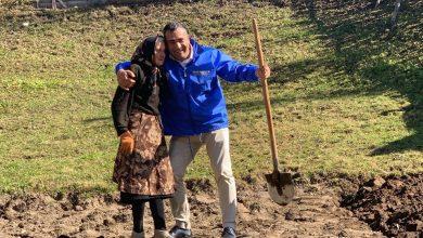 Photo of LIBERAL ÎN CAMPANIE ELECTORALĂ  LA MUNCĂ PRIN GOSPODĂRIILE OAMENILOR